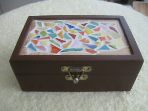STRONG STURDY VINTAGE HAND-CRAFTED SOLID WOOD TRINKET BOX