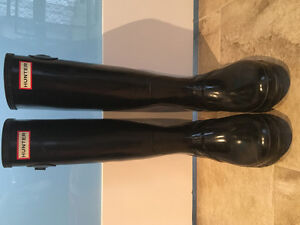 AUTHENTIC HUNTER BOOTS (SIZE 9)