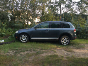 2005 VW Touareg Damaged for Parts Low milage!