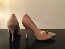 New Designer Pink Suede Gold Toe Cap Stiletto Shoes By Louise Roe UK 7 but fits 6/6.5