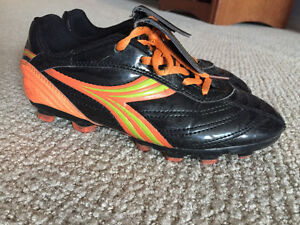 Soccer cleats for a kid size 1 (USA) /13,5 (u.k) , Diadora.