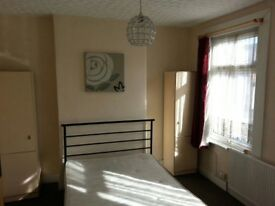 Double room in Plaistow, close to Upton Park and Stratford shopping centre all bills included