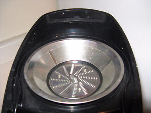 Juicer - excellent condition - obo *still 4 sale as of Feb 10 London Ontario image 2