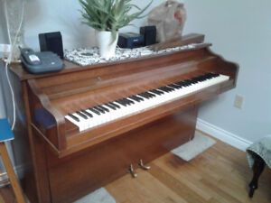 Free piano AND Free 2 tier organ in French Village