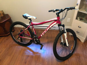 Woman CCM Incline 21 Speed Mountain Bike