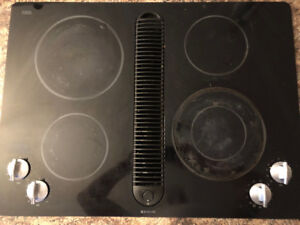 Jenn Air cooktop with mid draft