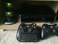 Xbox 360 4GB with KINECT + GAMES + 2x Controller with Charging stand