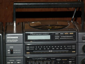 GE GETO  BLASTER  AM / FM   RADIO WITH BASE BOOST . Windsor Region Ontario image 7