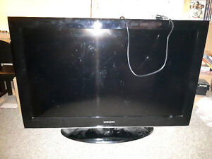 """**SAMSUNG 42"""" FLAT SCREEN TV IN EXCELLENT USED CONDITION**"""