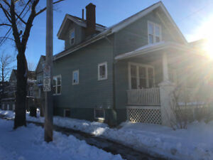 COZY 5 BEDROOM HOUSE ONLY 2 BLOCKS FROM DAL - SOUTH END HALIFAX