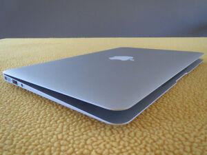 MacBook Air 1.7 GHz Intel Core i7 + Thule carrying case