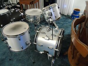 WHITE MINI KIT-GREAT X-MAS GIFT FOR THE BUDDING YOUNG DRUMMER
