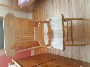 Chaises style antique en bois