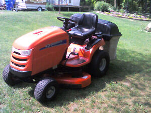 Simplicity Lawn Tractor with Triple Bagger Gatineau Ottawa / Gatineau Area image 3