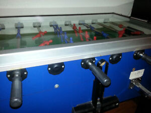 Gitoni, foosball table