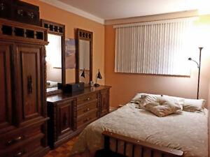 4 MEUBLES EN BOIS MASSIF - Chambre à coucher