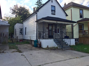 Nice 3 BDs just few block from U of Windsor Now $825++ only Windsor Region Ontario image 2