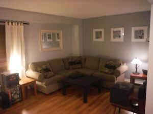 3 Bdrm Condo Townhouse with Walk-out Bed-Sitting in Basement