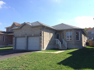 3 BR bungalow -SE Barrie- FREE RENT IN OCTOBER!