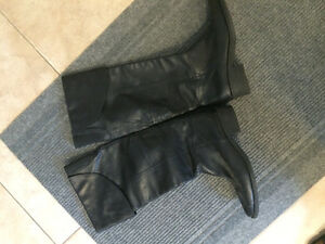 Ladies leather boots - size 10