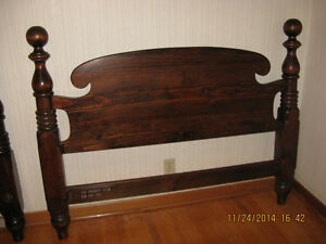 Solid pine cannonball 4 poster bed