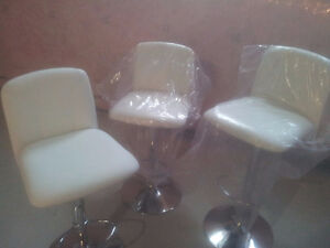white faux leather bar stool (like new)