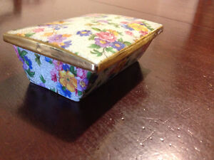 Beautiful covered (candy?) dish Floral-paisley - gold trimmed