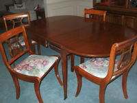Mahogony dining set: expanding table, 4 chairs