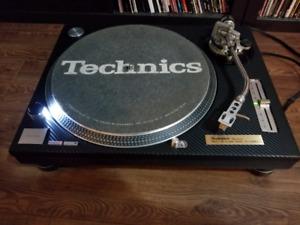 Technics Sl1200mk2 mk2 turntable table tournante Carbon Grounded