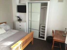 BIG DOUBLE ROOM NEXT TO STRATFORD ! READY TO RENT FROM TODAY