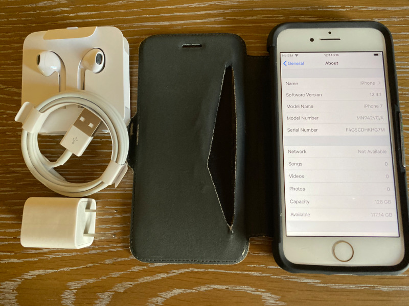 Apple Iphone 7 Unlocked Gold 128 Gig With Case
