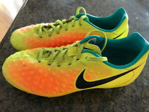 Nike Magista Youth Size 5.5 Soccer Cleats