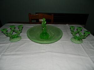 Ensemble de vase et 2 chandeliers en verre vert