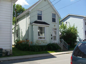 1-Bdr w/den,  Quebec St., yard, walk to Waterfront/Queens