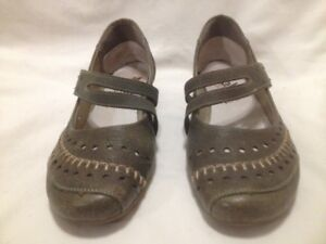 Riekers Funky GreyishGreen DistressedLeather Mary Jane Flats 38M