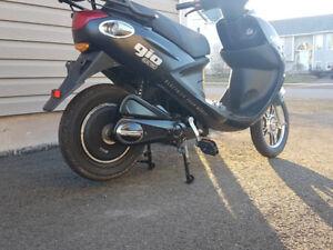 Like new Gio Scooter electric ebike!