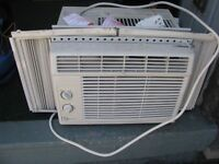 WORKING WINDOW AIRCONDITIONER WITH EXTENTION SIDES