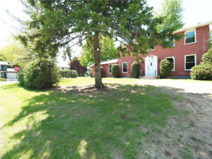 HOUSE FOR RENT- NEWLY RENOVATED   SHOWINGS TODAY TILL 4PM