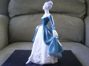 "Royal Doulton Figurine - "" Regal Lady "" HN 2709 Kitchener / Waterloo Kitchener Area image 2"