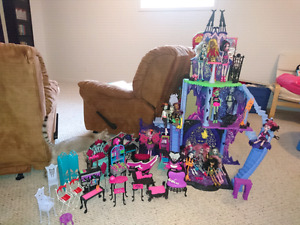 Monster High castle and dolls.