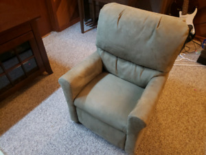 Kids recliner chair in good condition