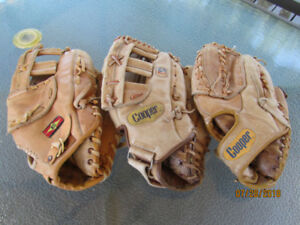 Baseball mitts/// Gants de baseball,