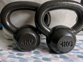 Pair of matching 4kg kettle bells