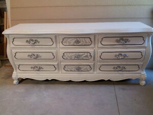 NEW PRICE!! Beautiful Shabby Chic Queen Anne Dresser