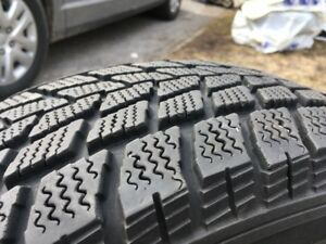 4 pneus d'hiver / winter tires 215 70 R15 à 280 $