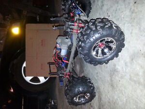 EMAXX 3903 CHASSIS with Servos  & Summit rims/tires