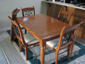 Dining Room Table, Leaf & 5 chairs