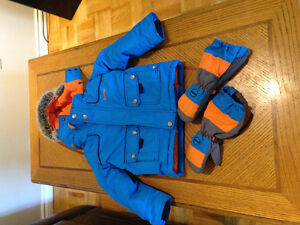 Boys 3T snowsuit and mitts