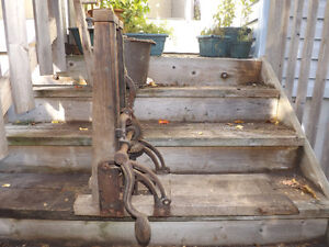 ANTIQUE WOOD DRILL FOR TIMBER AND BEAMS- METAL AND WOOD- WORKING Peterborough Peterborough Area image 2