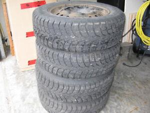 4 pneus d' hiver avec jantes 225/65R17